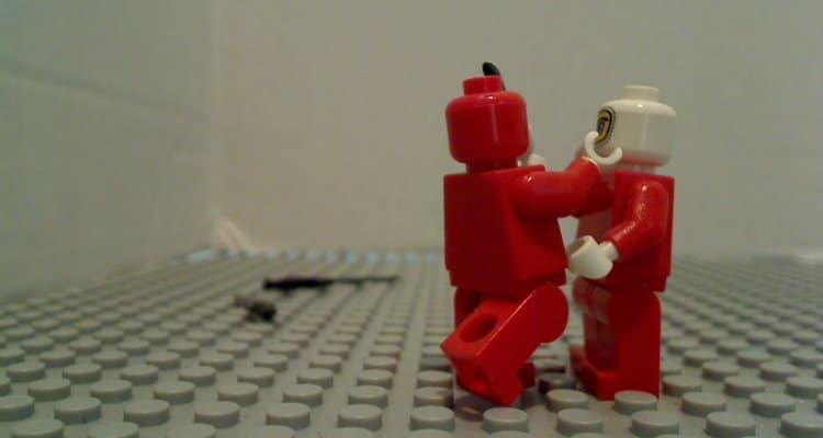 Bonecos do lego dando tapas