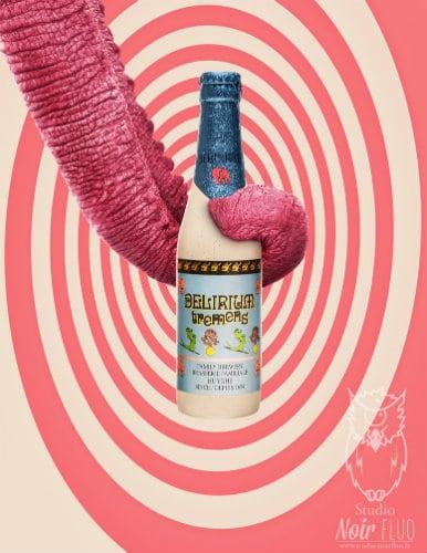 Elefante rosa segurando uma garrafa