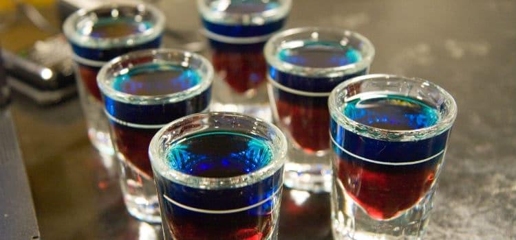 Vários copos de shot