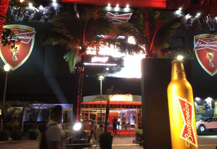 Entrada do hotel da Budweiser