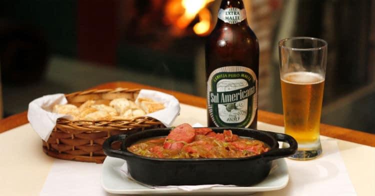 Petisco e Garrafa da cerveja Sul Americana