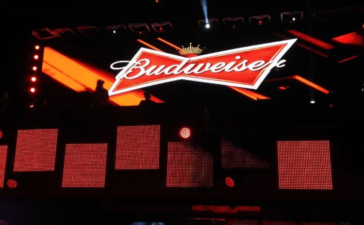 Telão do hotel da Budweiser pra Copa