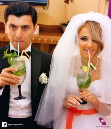 Noivos bebendo no casamento