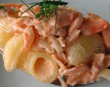 Prato de Penne com vodka e salmão