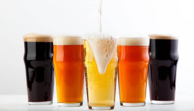 Copos com cerveja boa