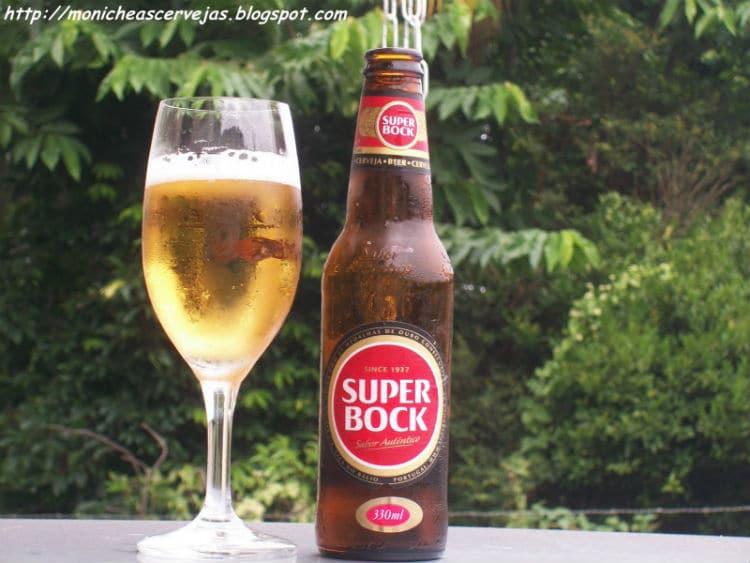 Garrafa e copo da Cerveja Super Bock