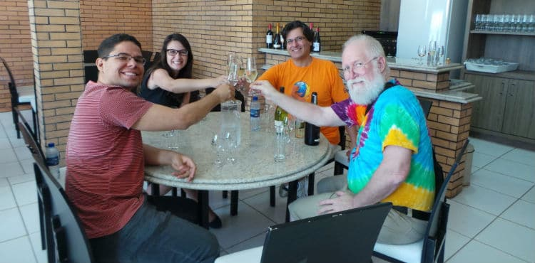 Brinde com vinho na Vinícola Ouro Verde