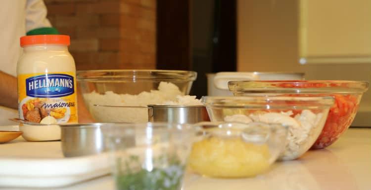 Ingredientes e Hellmann's na preparação do prato