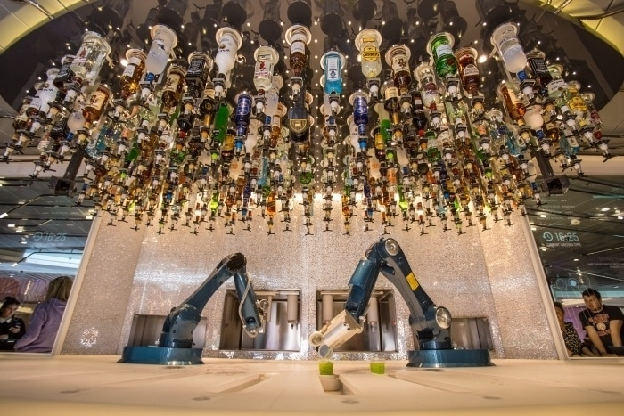 Robô Bartender que prepara 2 drinks por minuto