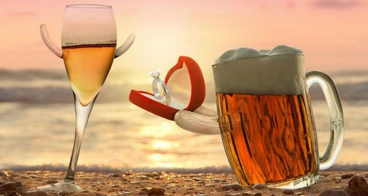 Caneca pedindo copo de cerveja em casamento