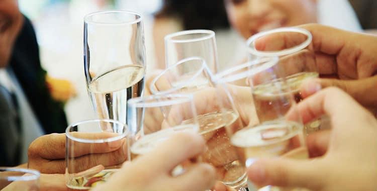 brinde champagne e prosecco