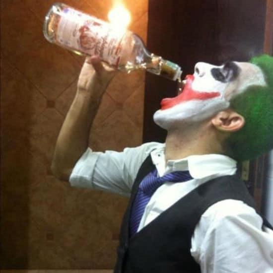 palhaço bebendo jurupinga