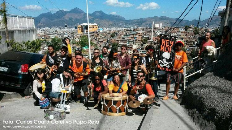 Hey Ho! no Complexo do Alemão no Honk Rio