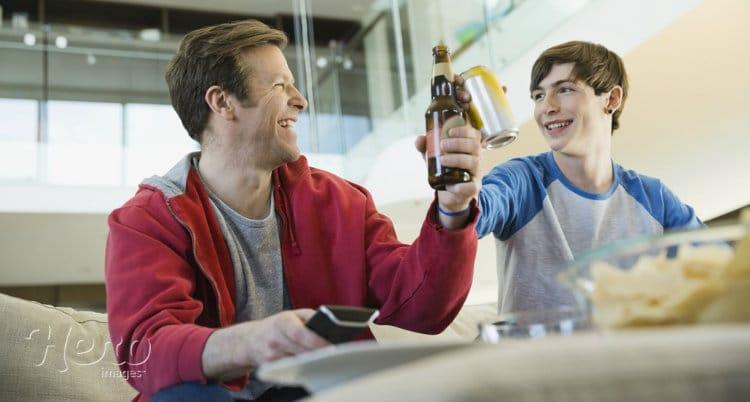 pai com filho e cerveja