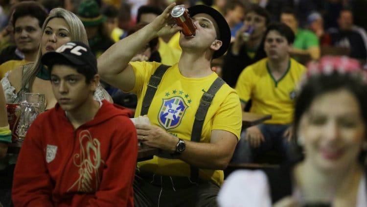 Brasileiro com bebida liberada no estádio
