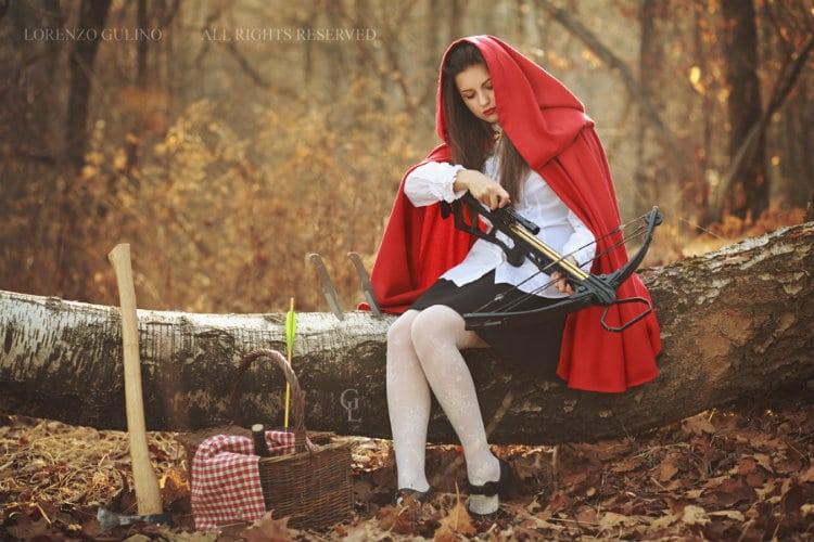 Chapeuzinho vermelho etílica com uma besta