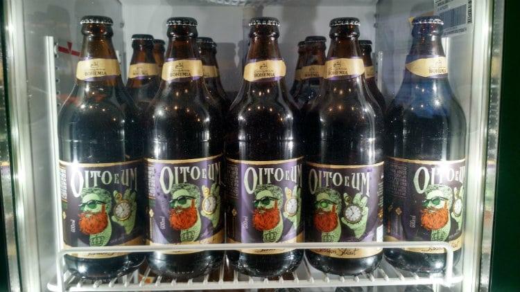 garrafas da cerveja Oito e Um