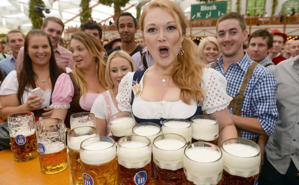 Garçonete Oktoberfest Alemanha