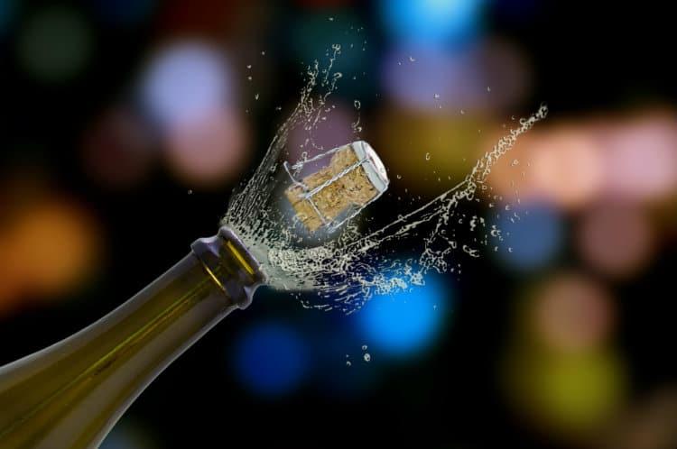 abrindo champanhe