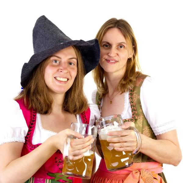 mulheres bebendo cerveja outubro rosa