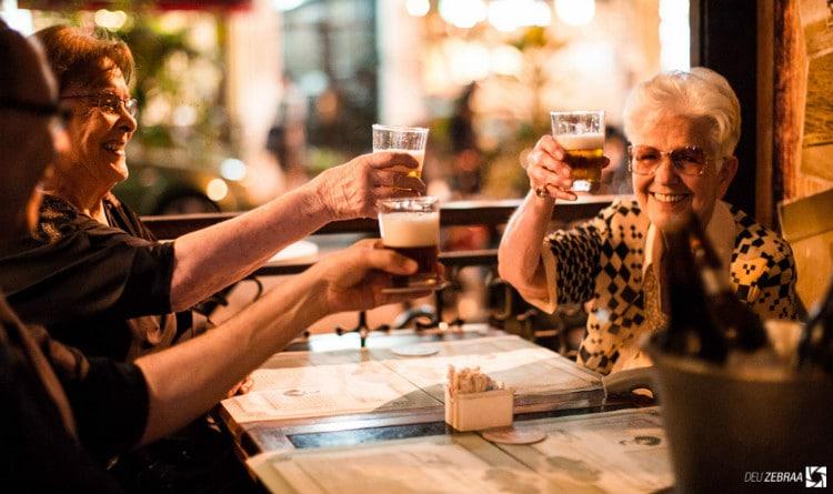 brinde com a cerveja adriática