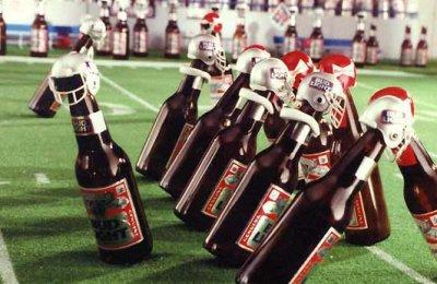 Garrafas de Budweiser jogando NFL