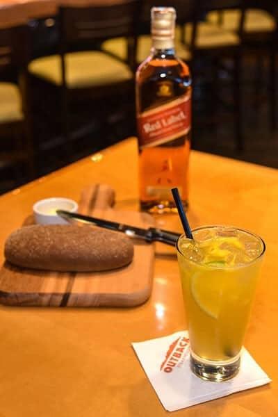 Drink Red Citrus e pão do Outback