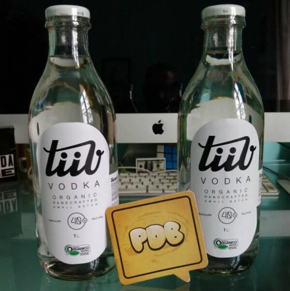 garrafa da vodka orgânica TiiV