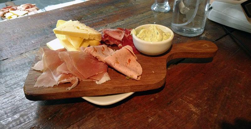 queijos e frios harmonizados na Casa Carandaí
