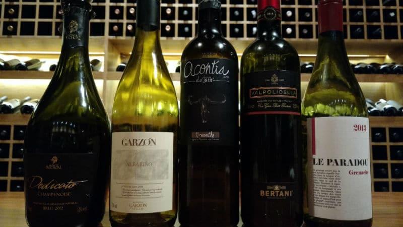 garrafas de vinho da Quarta de Taças
