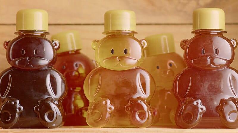 Campanha Desiberne com mel dentro de ursos de plástico
