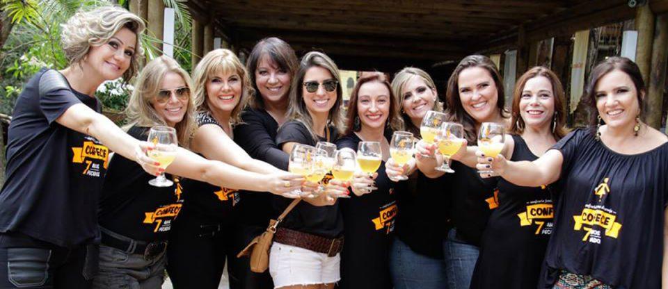 mulheres fazendo cerveja