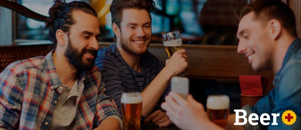 amigos bebendo cerveja com beer plus