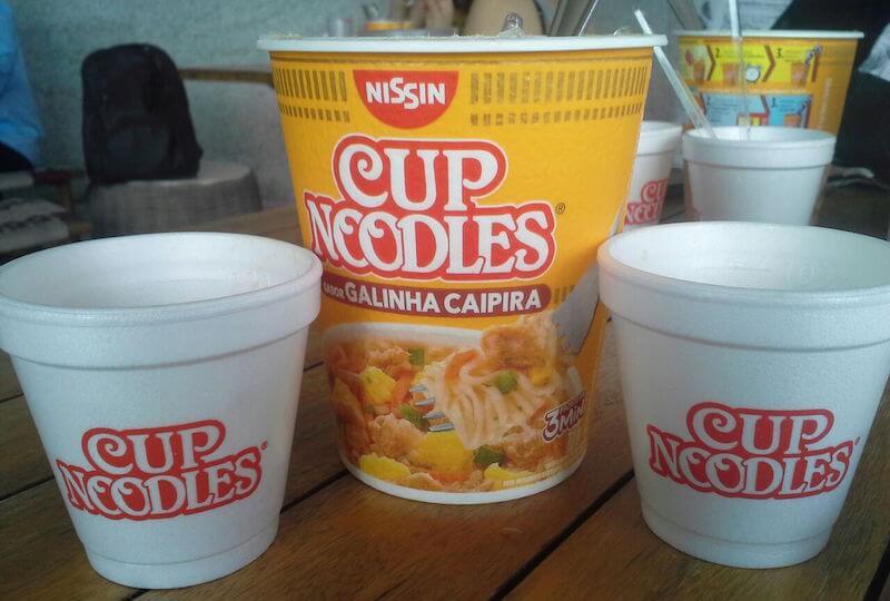 embalagem do cup noodles