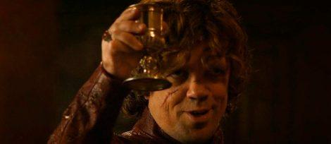 tyrion lannister segurando taça de vinho