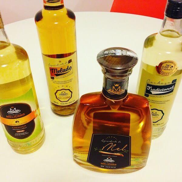 garrafas da cachaça melicana