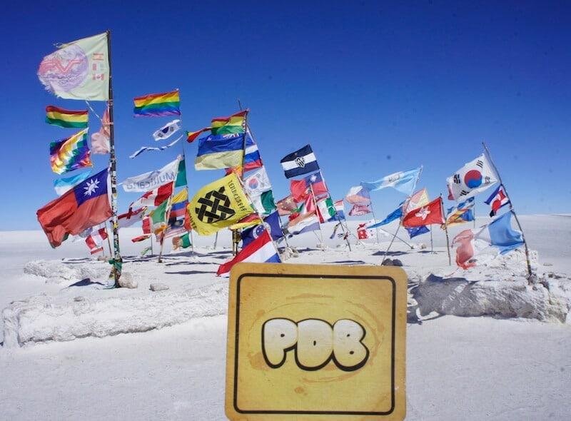 bolacha do PdB e bandeiras do mundo inteiro no mochilão