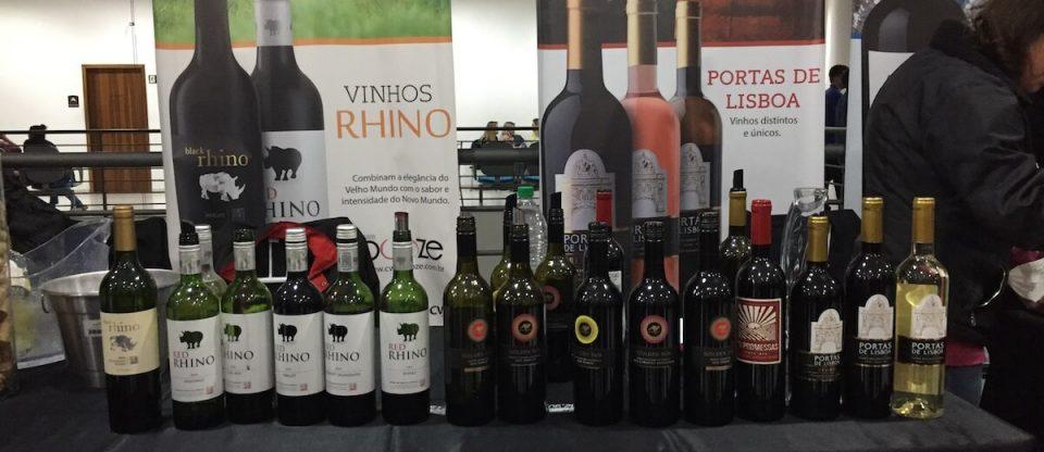 vinhos e cartazes da Expovinhos Curitiba