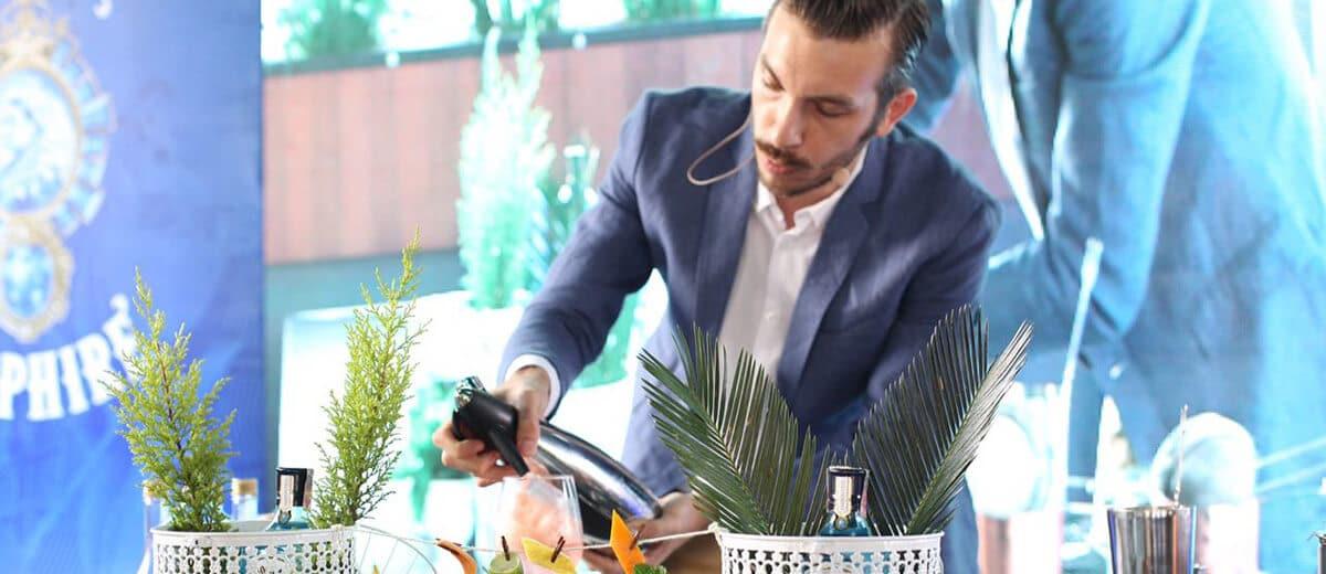 Nicola Barra preparando drink