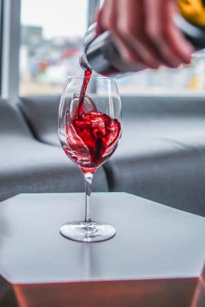taça e garrafa de vinho
