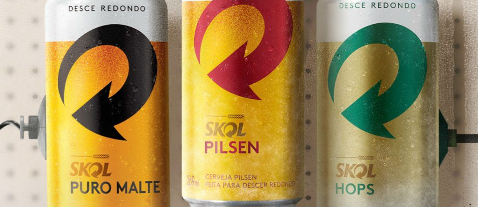 latas de skol puro malte, uma das que fazem parte do carnaval da cerveja puro malte