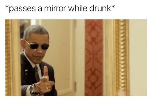 olhando pro espelho e bebado durante a última grande noite