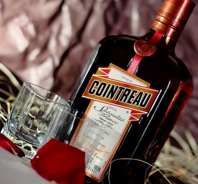 garrafa e shot de cointreau